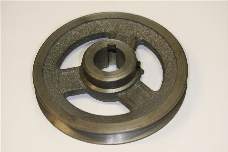 Order a Replacement drive pulley for Titan Pro TP1200 petrol chipper shredder. This pulley is high quality and durable. Customers have also ordered spare chipper blades and belts at the same time.