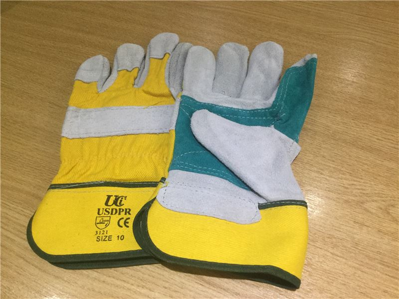 Order a Leather work glove superior quality with luxury lined inner palm to protect you when working with garden machinery of nasty thorns & brambles.